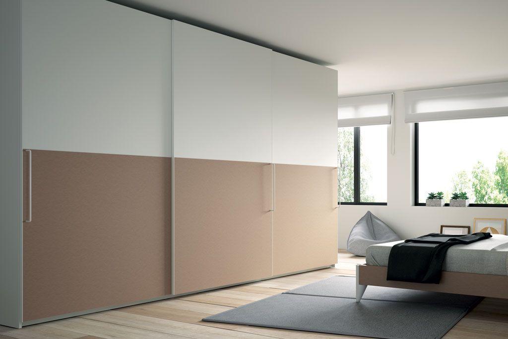 Fotografía del armario Horizon con tres puertas correderas bicolor