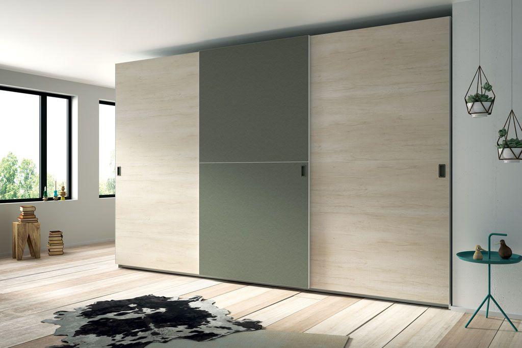 Fotografía del armario de tres puertas correderas modelo Horizon