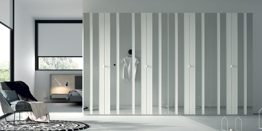 Armario de puertas plegables con espejo