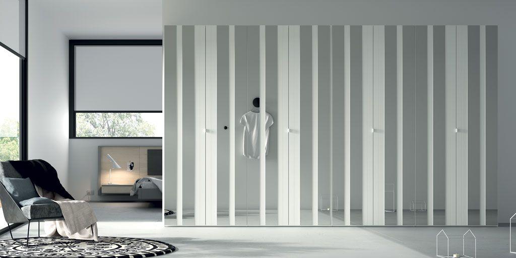 Fotografía del armario de puertas plegables AV Espejo