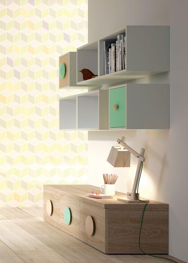 Detalle de las estanterías y los muebles bajos de cajones
