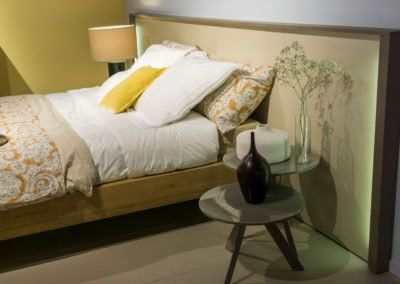 Dormitorio moderno con el cabecero Homage