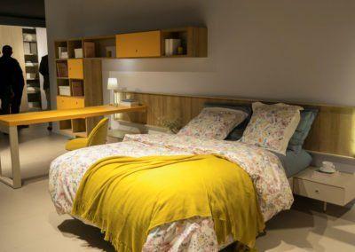 Dormitorio que combina el cabecero Homage con módulos airbox