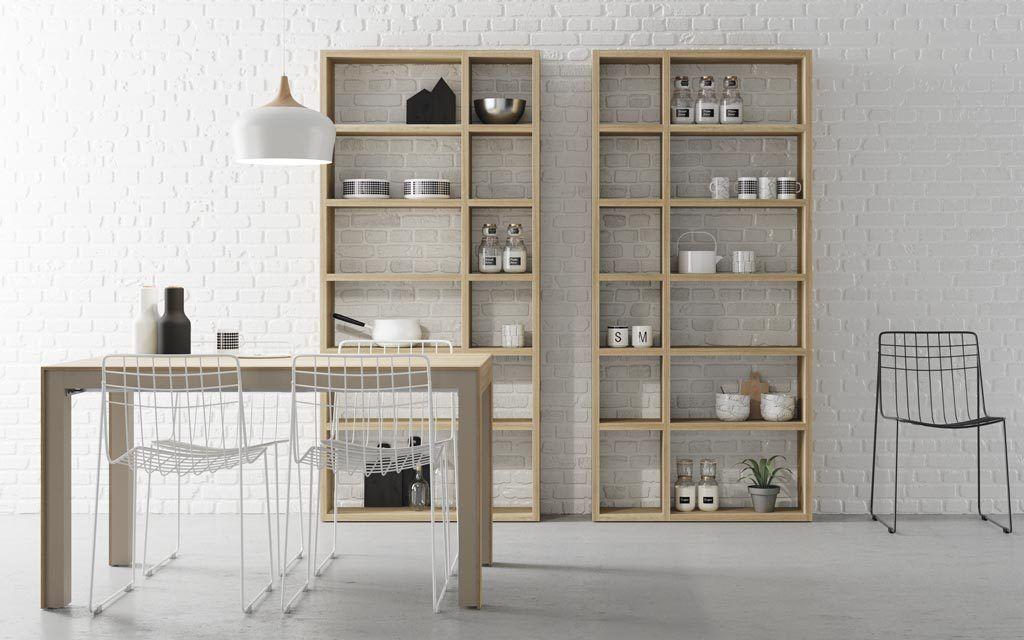 Mesa de comedor-cocina con dos estanterías