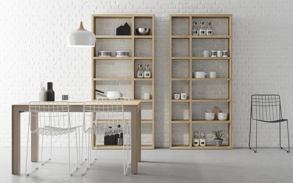 Fotografía de la composición de la mesa de comedor-cocina con estanterías