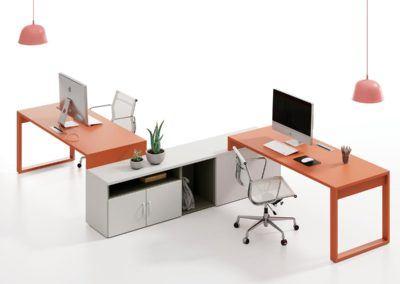 Oficina con módulos bajos y patas Homage